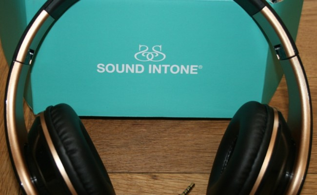 Sound Intone Headphone set in Black and Gold.